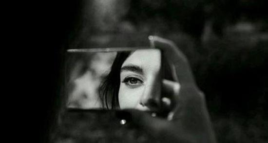 سخنان بزرگان در مورد آینه ، متن در مورد آینه زندگی از حافظ + در آینه نگاه میکنم