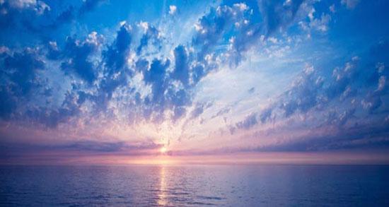 دلنوشته آسمان آبی ، متن ادبی و زیبا درباره نگاه به آسمان ابری + آسمان زیباست