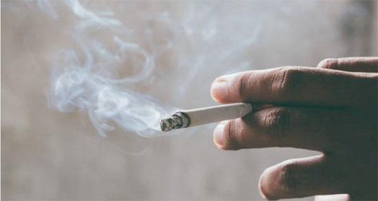 متن در مورد سیگار ، بهمن کشیدن و تنهایی غمگین و سیکار نکشیدن